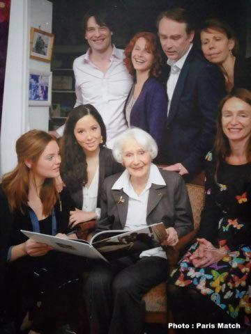 Gisèle Casadesus et ses petits-enfants - mai 2014 - Photo Paris Match