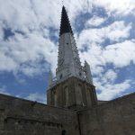 Eglise d'Ars, tapis de chaux à motifs et vitraux rénovés