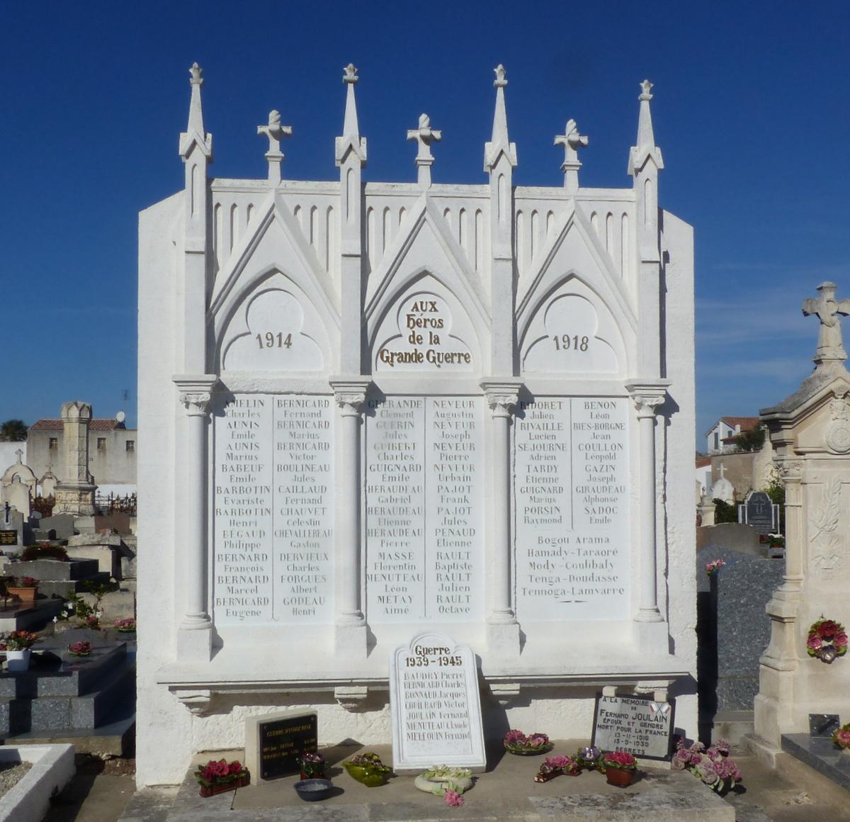 Ars-en-Ré - Monuments au morts dans cimetière - 24 octobre 2018