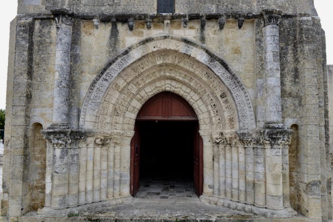Ars - Eglise - Porte entrée - 30 juillet 2019 - Photo GABS