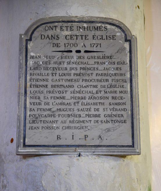 Ars - Eglise - Panneau pierre des enterrés - 21 juin 2018