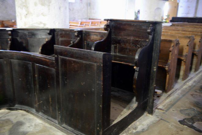 Ars - Eglise - Stalles noires - Photo ABS - 30 juillet 2018
