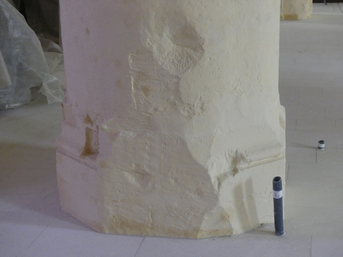 Ars - Eglise - Base de piliers - 26 septembre 2019
