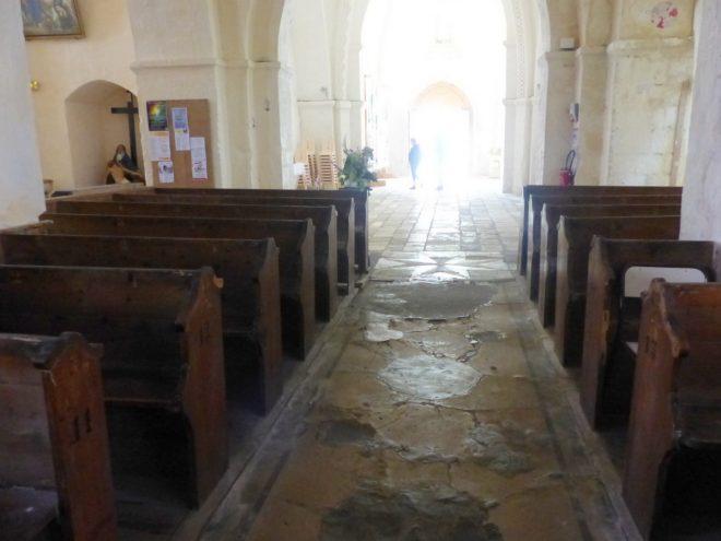 vaux église - Nef centrale - Anciens sols - 18 juin 2018