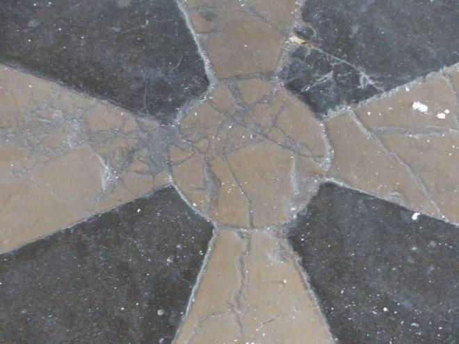 Ars - Travaux église - Nef centrale - Anciens sols - 18 septembre 2018