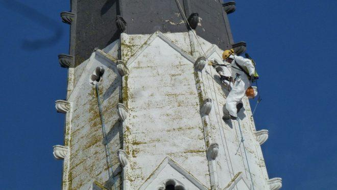 Ars - Eglise - Démoussage du clocher -  20 mars 2019