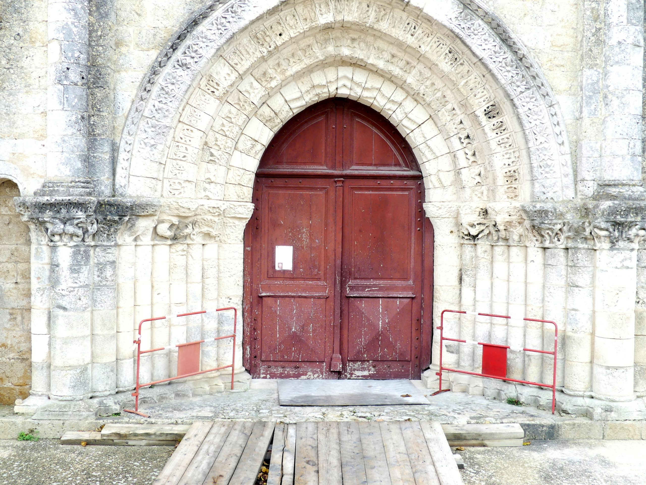 Ars - Eglise - Porte entrée - 26 novembre 2019