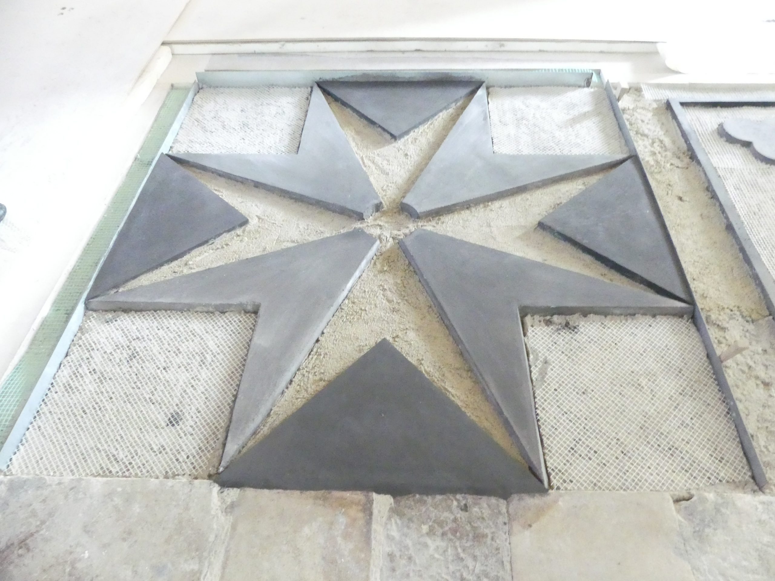 Ars - Eglise - Sol - Croix de Malte - 28 novembre 2019