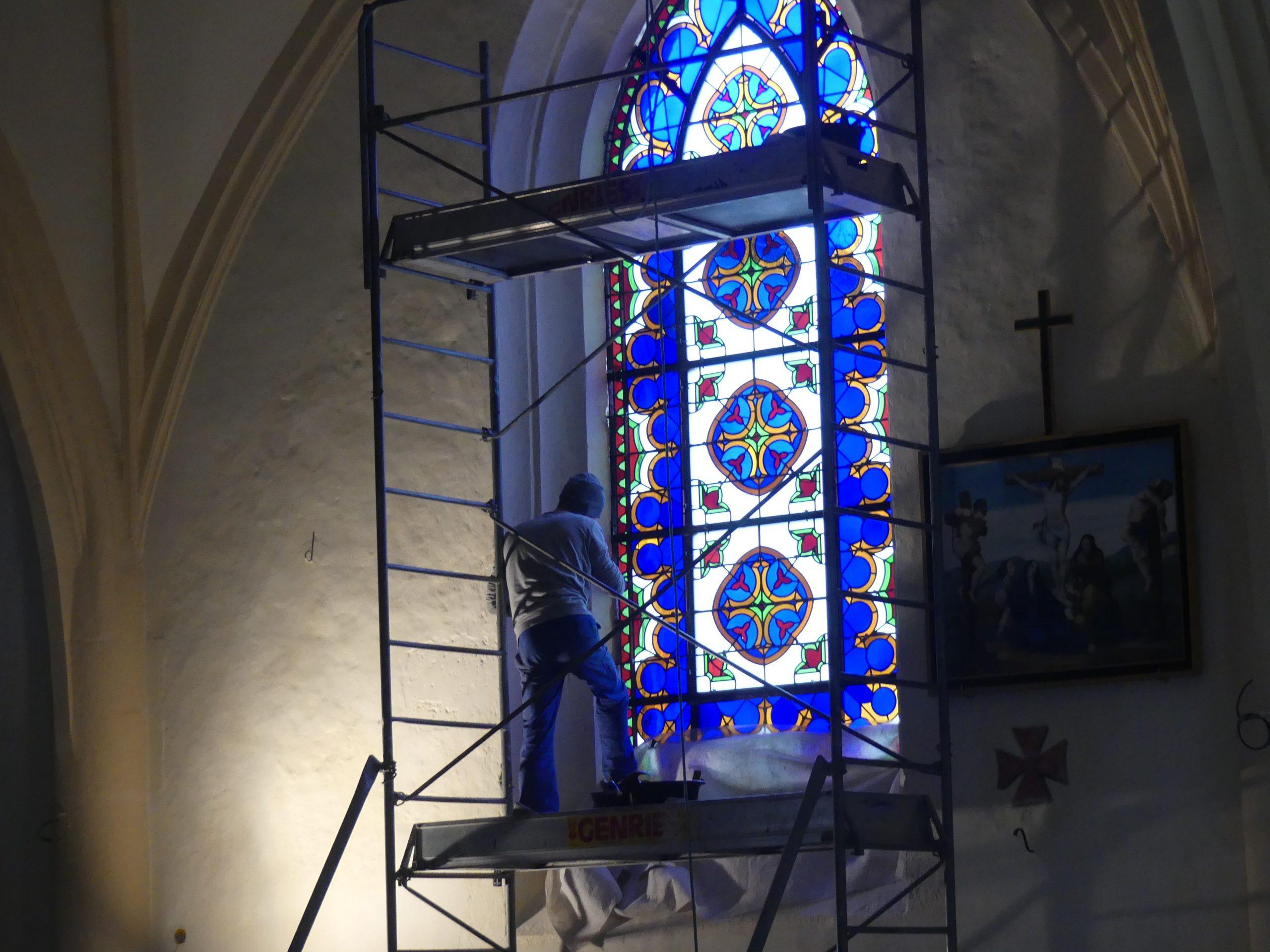 Ars - Eglise - Vitraux - 19 décembre 2019