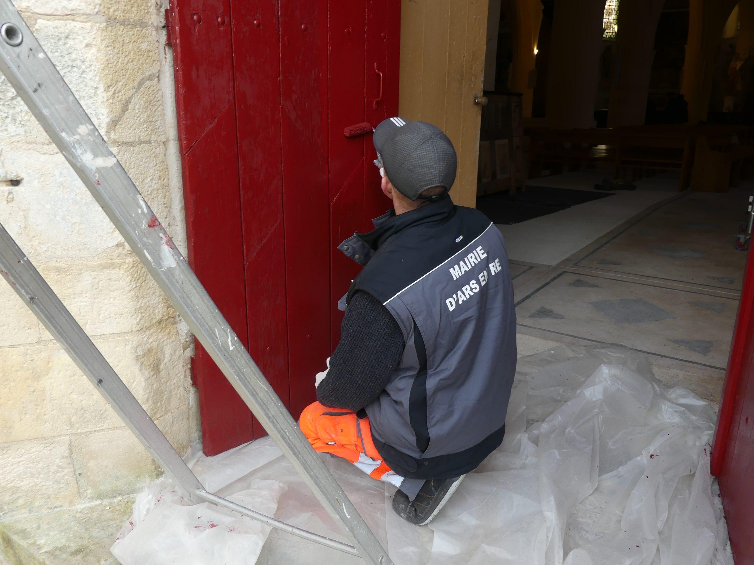 Ars - Eglise - Peinture porte - 12 mars 2020