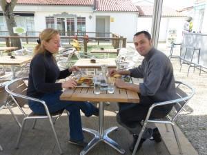 Julie serveuse et Matthieu cuisinier